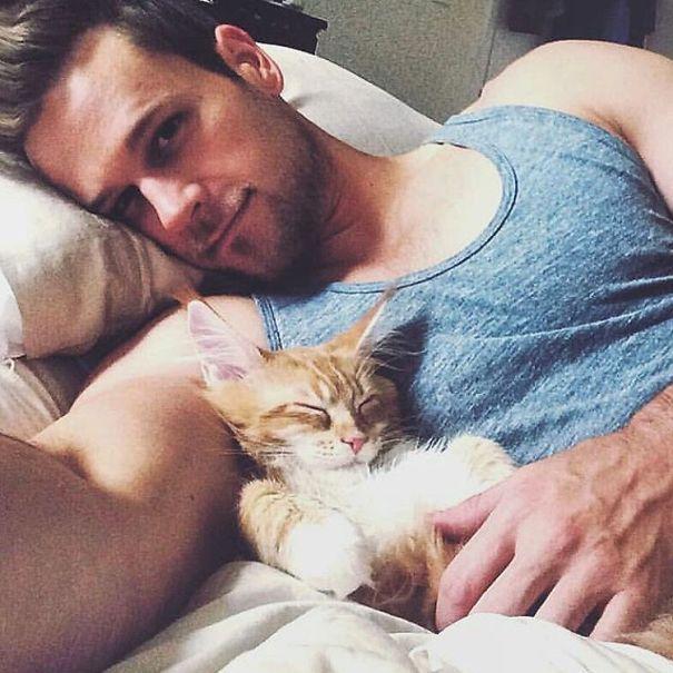 знакомство парня с котом